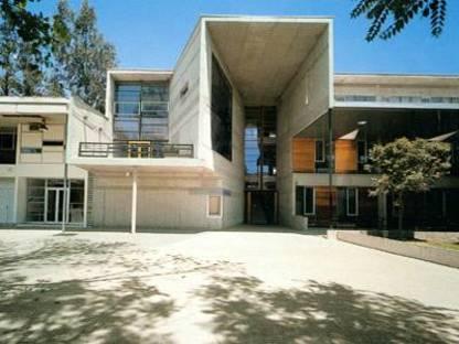 Alejandro Aravena Mori - Deux Bâtiments D'enseignement Au Chili