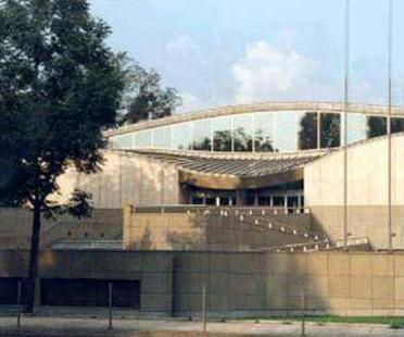 Arata Isozaki: pavillon d'exposition pour l'art et la technologie japonais