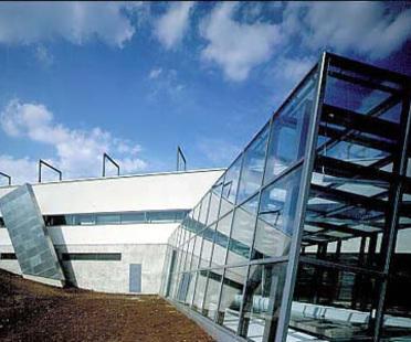 Heikkinen - Komonen: ampliamento del centro di formazione professionale di Kuopio, Finlandia. 1993-95