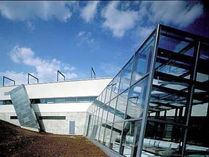 Heikkinen - Komonen: agrandissement du centre de formation professionnelle de Kuopio, Finlande. 1993-95