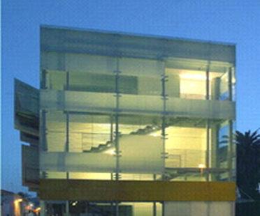 Édifice polyvalent de l'ancien cinéma<br> Arena Braga. Giulianova (Te)<br> Giovanni Vaccarini. 2004