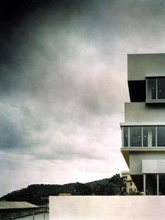 Low Emission Building. 5+1Agenzia d'Architettura.<br /> Vado Ligure (Savone), Italie. 2005