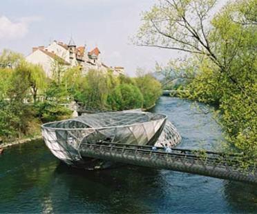 L'île sur la Mur - Acconci Studio et Art & Idea.<br /> Graz, 2001