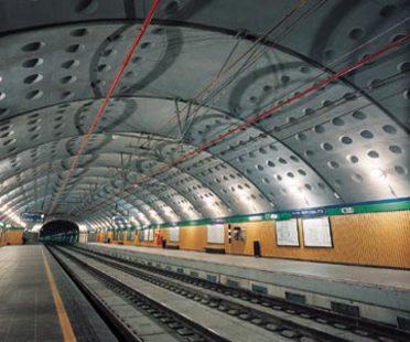 Angelo Mangiarotti, Deux stations à Milan: la station Venezia et la station Repubblica
