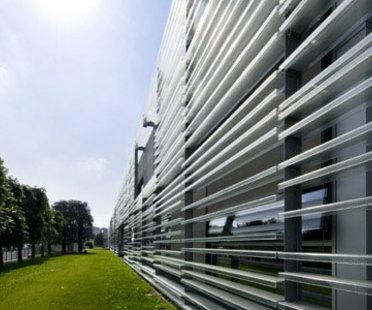 Headquarter Living Divani ad Anzano del Parco, progetto di Piero Lissoni, 2008