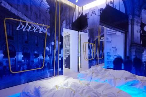 Les images de Milan pénètrent dans l'intimité de la chambre