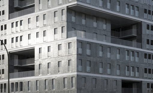 Dettaglio della facciata in cemento