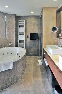 Revêtement de sol et mural des salles de bains des chambres en Pietra di Merano