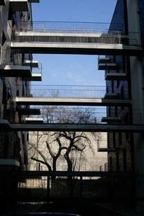Corridors entre une façade et l'autre