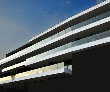 Tisselli : édifice horizontal à Cesena