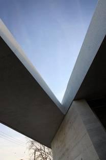 Structure en ciment et ouverture dans le toit