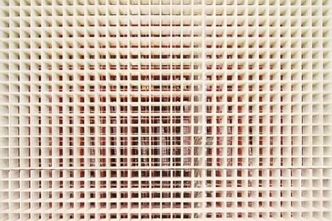 Dettaglio della griglia di fibra di vetro e acciaio delle pareti