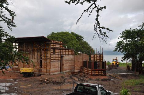 Tatiana Bilbao : maison en terre battue à Ajijic