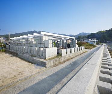 Naf architect: casa in cemento di scarto