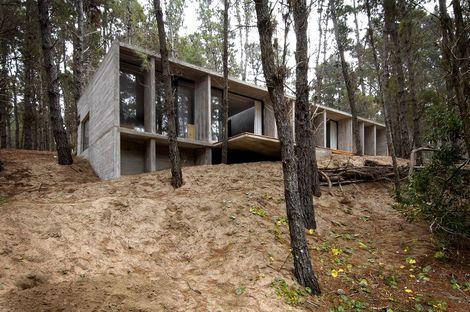 BAK : maison minimale en béton à Mar Azul