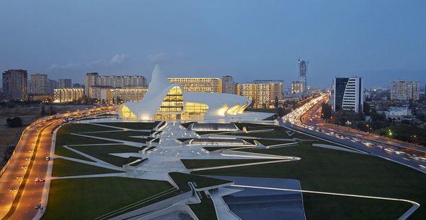 Zaha Hadid réalise le centre Heydar Aliyev de Bakou