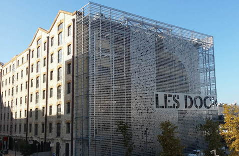 Front de mer de Marseille : stratégies de reconversion urbaine.