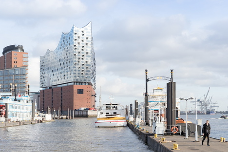 Sir Nikolai, nuovo albergo ad Amburgo