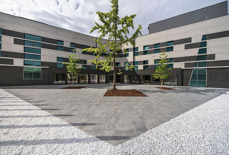 Façades ventilées Ariostea : avantages et qualité esthétique pour les grandes surfaces extérieures