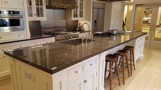 SapienStone : couleurs neutres et foncées pour les plans de cuisine 2020