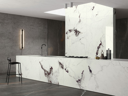 De nouveaux marbres Ultra Ariostea clairs et foncés pour des pièces lumineuses et raffinées