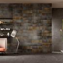Un aménagement d'intérieur sous le signe de la créativité et de la liberté de pose grâce aux revêtements d'Iris Ceramica