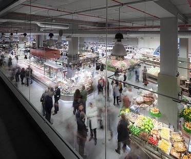 Revêtements pour un nouveau supermarché. UNICOOP Firenze de Paolo Lucchetta.