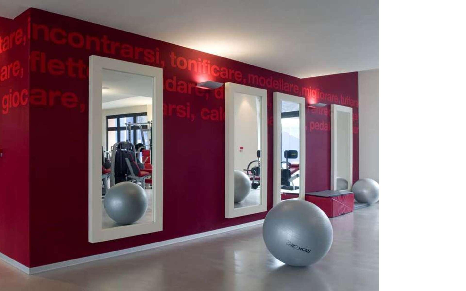Le grès cérame : le revêtement idéal pour les salles de sport.