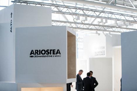 Exposer les revêtements céramiques. Les maxi formats d'Ariostea
