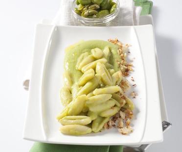 La ricetta: Cavatielli con crema di fave e mollica croccante