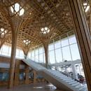 Structure en bois incurvé signée Shigeru Ban pour le club de golf de Yeoju dans la province de Gyeonggi (Corée du Sud)