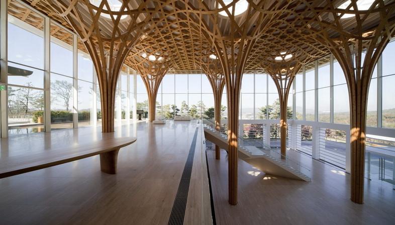 Struttura in legno curvato per il Golf club a Yeoju, Gyenggi, South Korea di Shigeru Ban