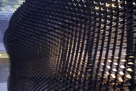 « The Bolt » : un pavillon en bois effet cuir signé Giles Miller Studio pour Shinola.