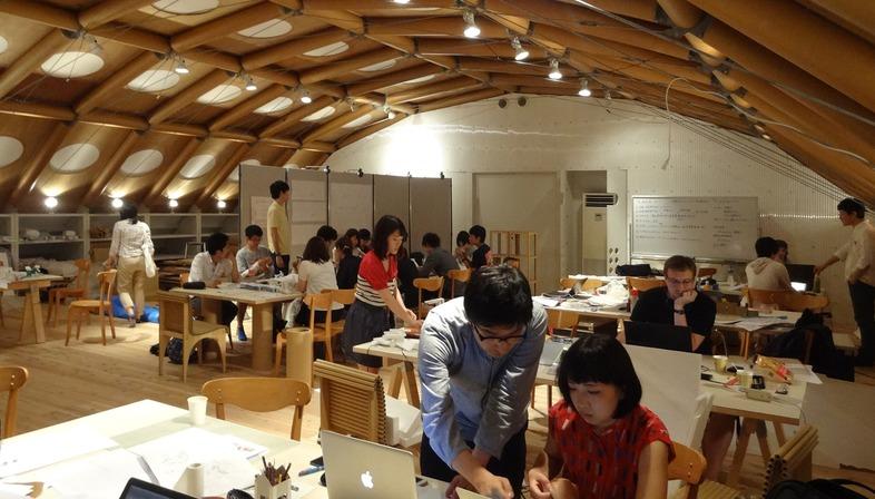 Shigeru Ban conçoit à Kyoto et à Paris un cabinet à structure en tubes de carton