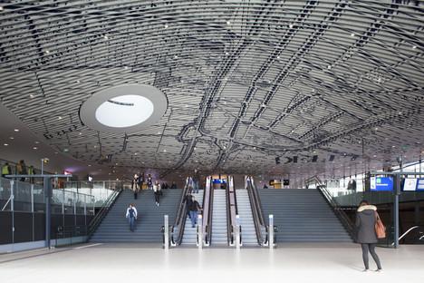 Dans la gare ferroviaire de Delft signée Mecanoo, le vitrage ancien se décline dans un registre moderne