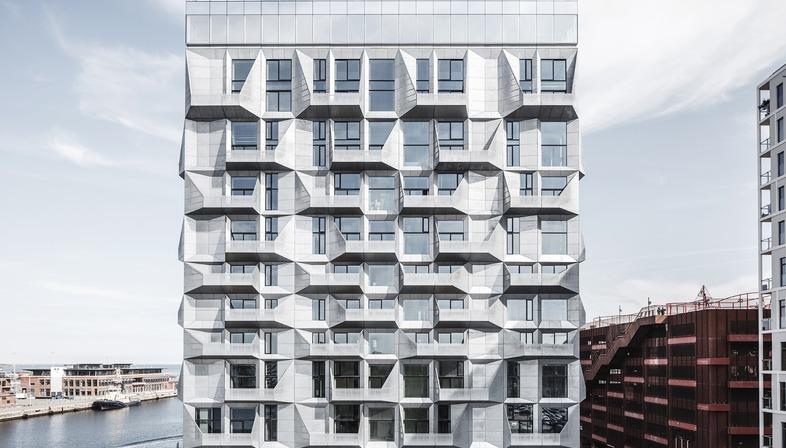 Cobe Architects réalise des appartements dans un silo à façade en acier galvanisé
