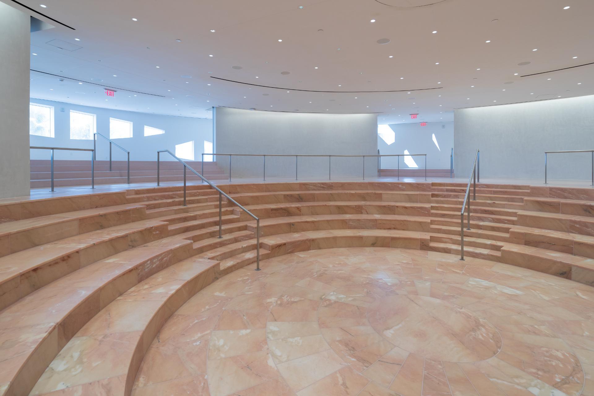 Façade avec des arcs caténaires pour le Faena Forum du cabinet OMA