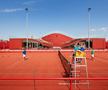 Club de tennis peint à chaud avec du polymère EPDM