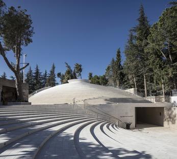 Le mémorial du Mont Herzl en briques d'aluminium de Kimmel Eshkolot Architects