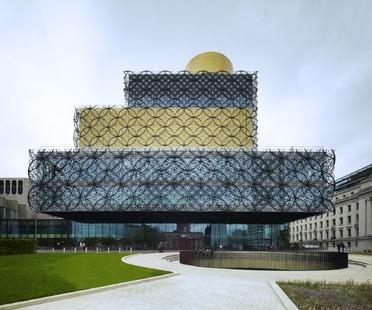La façade de cercles métalliques de la bibliothèque de Birmingham de Mecanoo