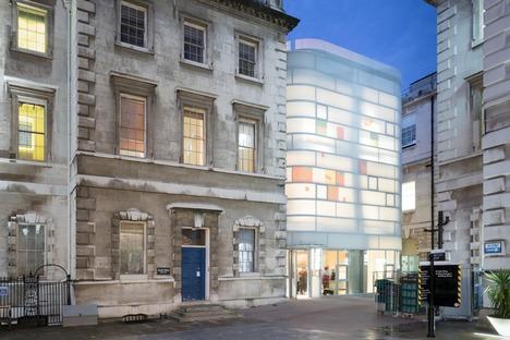 Steven Holl réalise à Londres le Maggie's Centre Barts, un ouvrage en béton, verre et bambou