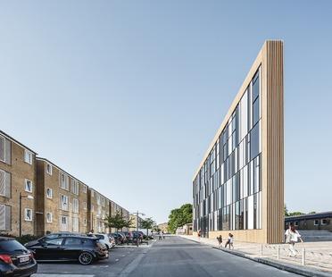 La bibliothèque de Tingbjerg, un projet de COBE caractérisé par une façade en baguettes de briques