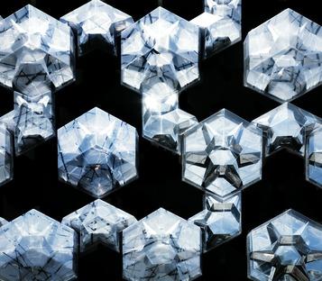 Façade multimédia et encadrements en forme de cristaux pour l'Iluma de WOHA