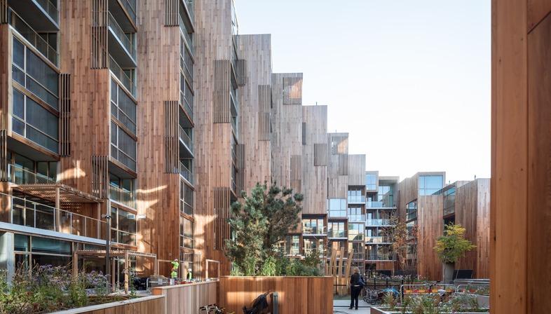 Revêtement en bois de cèdre pour les appartements du 79&Park réalisé par BIG dans le quartier Gärdet de Stockholm
