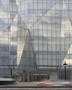 Verre et acier pour la façade du Spertus Institute de Krueck & Sexton