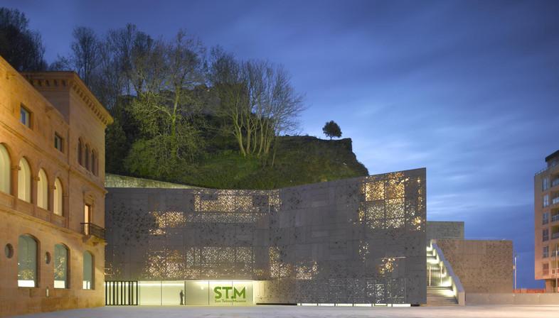 Façade en aluminium moulé pour le musée réalisé par Nieto et Sobejano à Saint-Sébastien