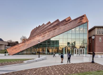 Poutres en acier revêtues de cuivre pour l'Isenberg School of Management de BIG