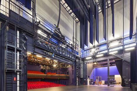 Benthem & Crowel réalise une tour scénique habillée d'aluminium