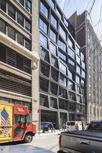 OMA signe à Manhattan un bâtiment en verre et en béton noir