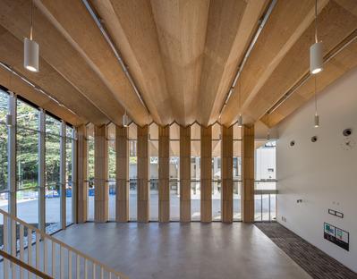 Structure en bois pour l'ICU phisical center de Kengo Kuma